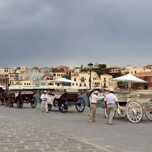 Romantische Pferdekutschen am Hafen von Chania