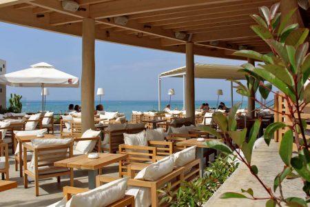 Stalis auf Kreta mit Meer im Hintergrund