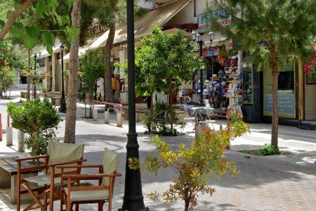 Promenade von Agios Nikolaos mit Geschäften