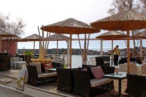 Die Cafes und Unterkünfte in Sissi auf der Insel Kreta