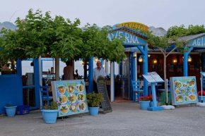 Taverne im Fischerort Sissi, Kreta am Abend